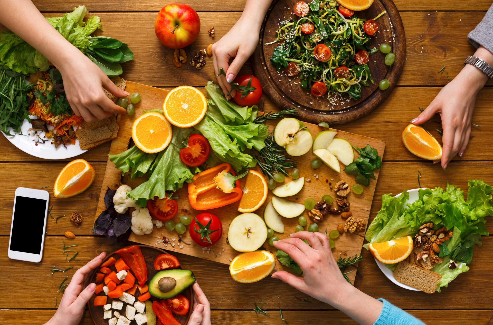 Frukt og grønnsaker på fat