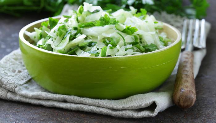 Salat med nykål og byggris